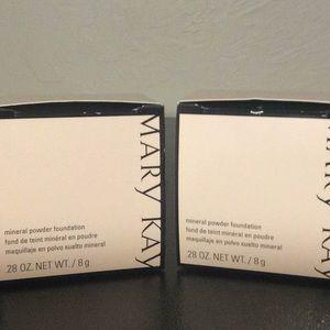 Mary Kay Makeup - Mary Kay mineral powder foundation NEW